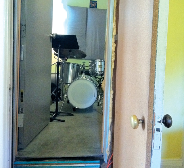 Diy build your own soundproof home studio drum for Soundproofing a room for music